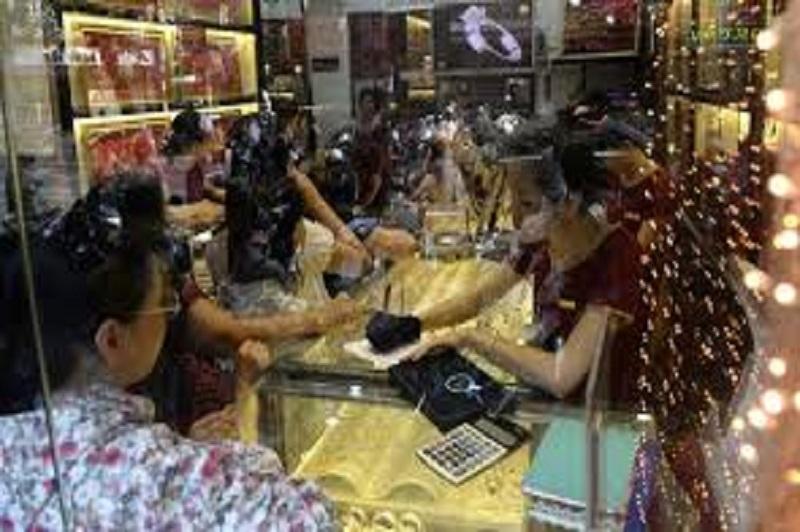 Đổi tiền Trung Quốc tại các tiệm vàng cũng khá đơn giản và dễ dàng. Tuy nhiên cần lưu ý về tính an toàn và hợp pháp của hình thức này
